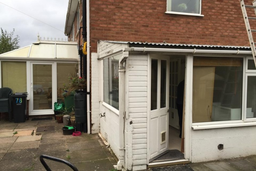 House Extension Building Specialists Walsall, Wednesbury - Quite a tired old garage